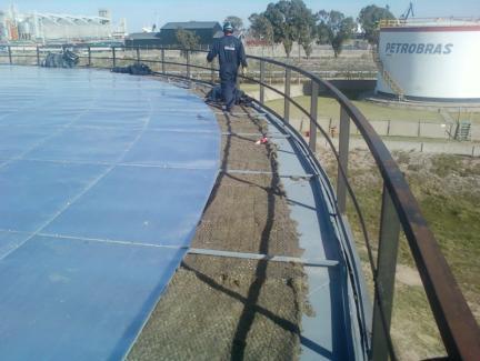 Aislación térmica del techo del tanque 204 Petrobras/BSI Planta Galván